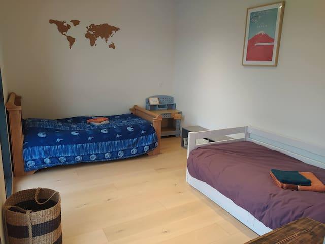 Chambre 1 à l'étage 2 lits simples