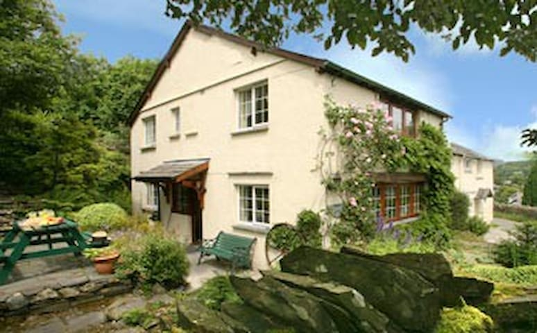 Charming Lakeland Cottage with lake - Coniston - Huis