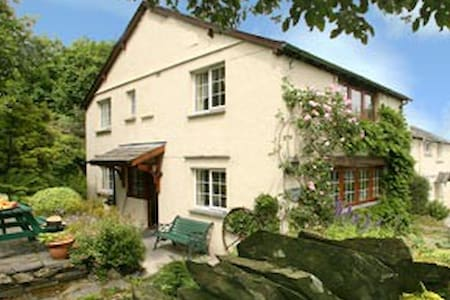 Charming Lakeland Cottage with lake - Coniston