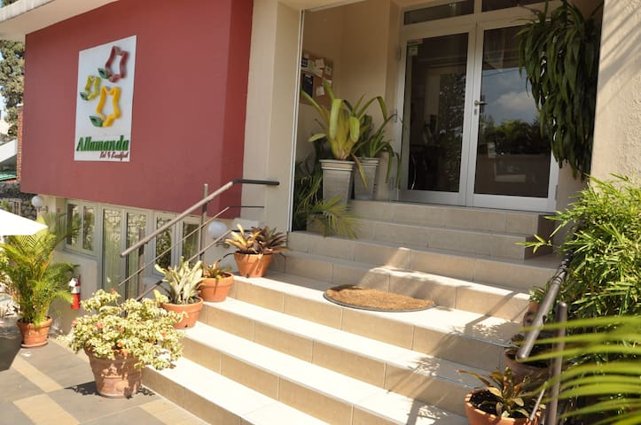 Home away from home! - Petion-Ville - Bed & Breakfast