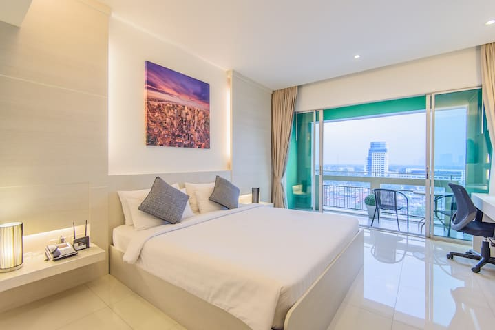 SKYVIEW STUDIO@MRT/7-11/Gym/POOL/Wifi/DailyClean