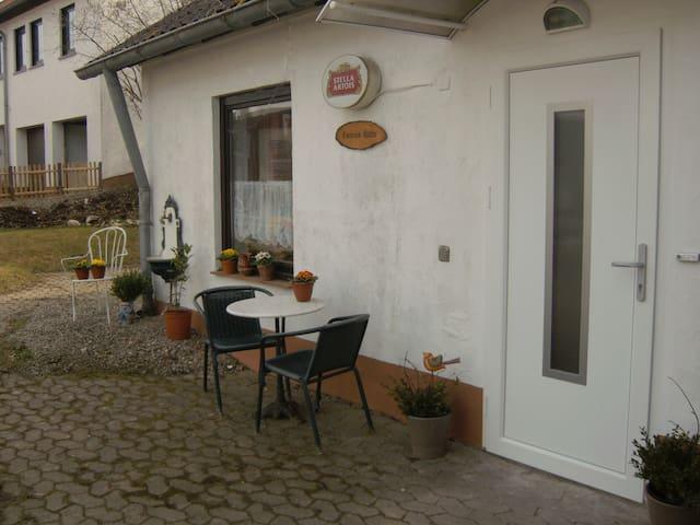 Connies Hütte Apartment ebenerdig mit Terrasse - Flußbach - Leilighet