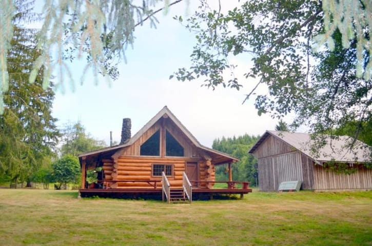 Beautiful Log Home on edge of River - Raymond - Srub