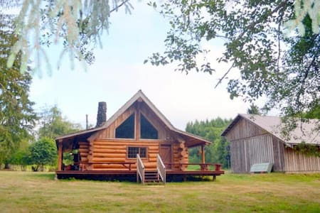 Beautiful Log Home on edge of River - Raymond - Chalet