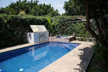 Beautiful colonial house with pool! - Jiutepec