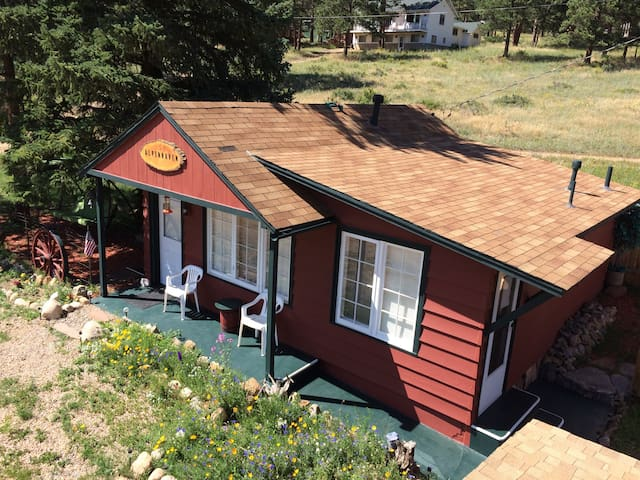 ALPENHAVEN CABIN Close To RMNP W Private Hot Tub ! - Estes Park - Stuga