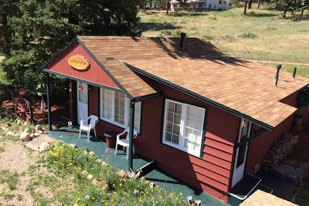 ALPENHAVEN CABIN Close To RMNP W Private Hot Tub ! - Estes Park