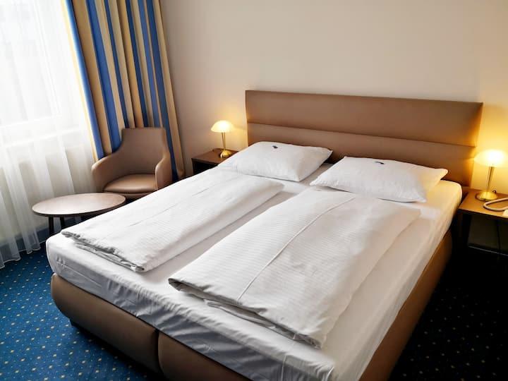 Hotel Fortuna, (Reutlingen), Doppelzimmer mit Dusche und WC