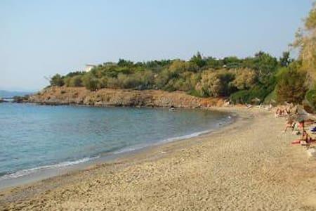 Garden Studio in Saronida 2min walk from the beach - Saronida - Daire