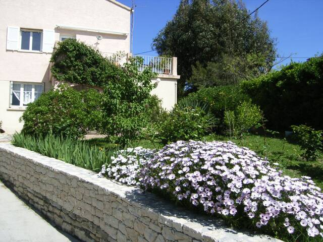 Appartement avec jardin - Saint-Florent - House