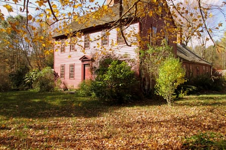 1720's Historic Home-Abigail Room - Ashford - Bed & Breakfast