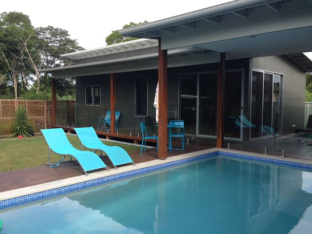Private Pool House for nightly hire - Corrimal - Villa