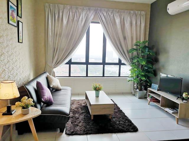 Bukit Indah@Sky FLoWer HomeStay[天空花卉]5Guests