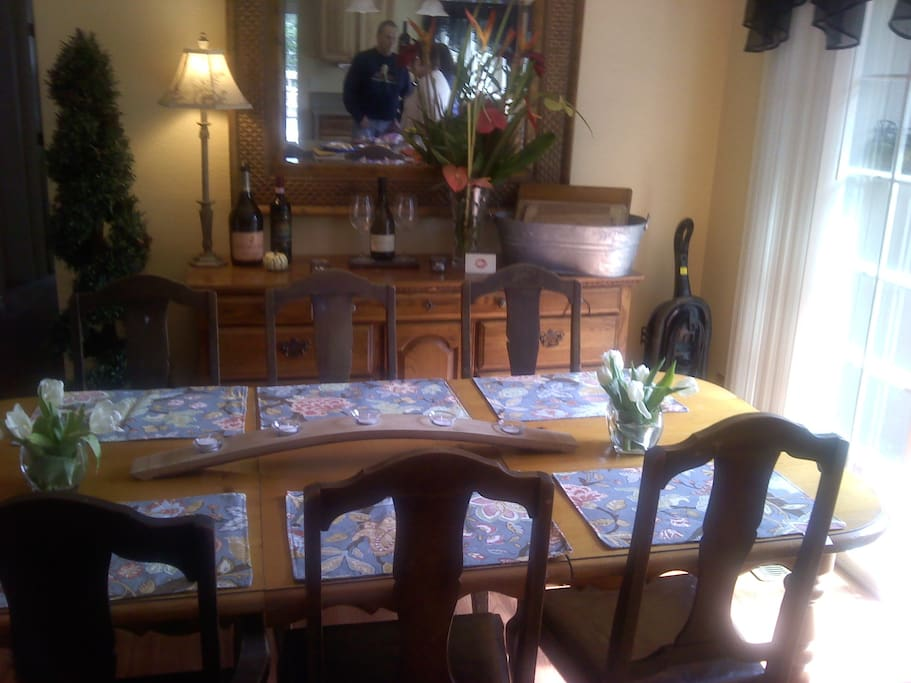 Large dining room and kitchen for fun evenings cooking