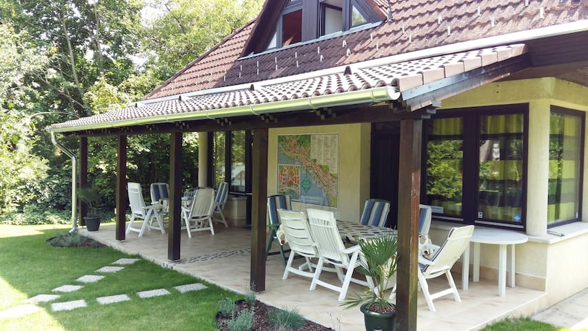 Nice holiday home with big terrace and free bikes - Balatonkenese - Apartamento