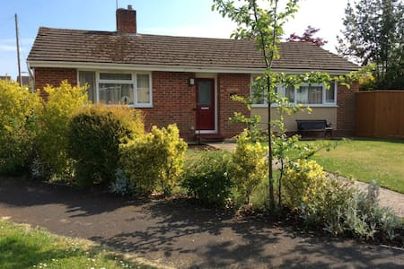 3 Bed Renovated Bungalow, 3 car or RV pkg, garden.