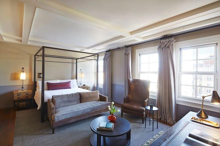 The Hollywood Roosevelt, Loft Suite