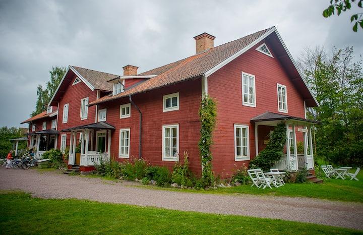 """Fridhems vandrarhem & kursgård """"Lavendel rummet"""""""