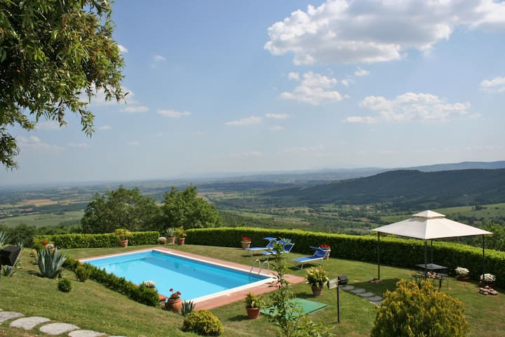 Villa Crispinino, sleeps 9 guests - Civitella in Val di Chiana - วิลล่า