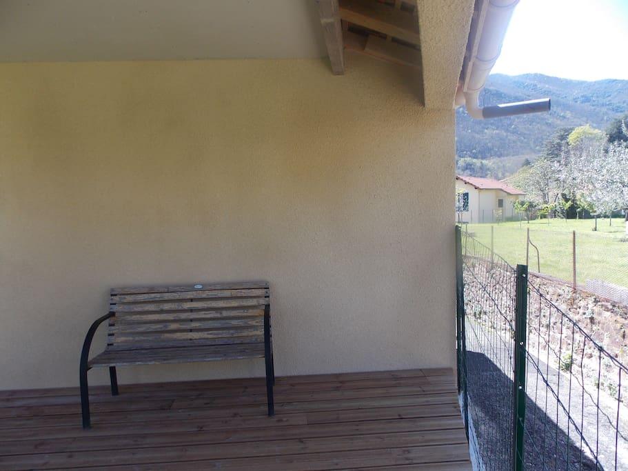 terrasse en bois couverte accès depuis la chambre parentale