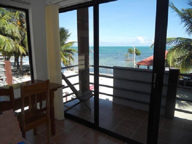 Amazing Ocean Front Condo Caulker - Caye Caulker - Appartamento