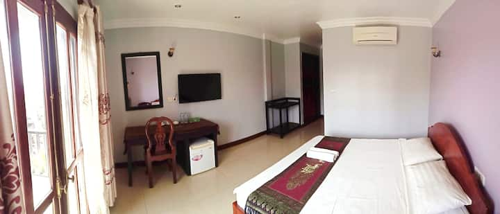 Private Large room with Queen bed