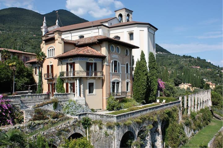 Wonderful historic villa with lake view