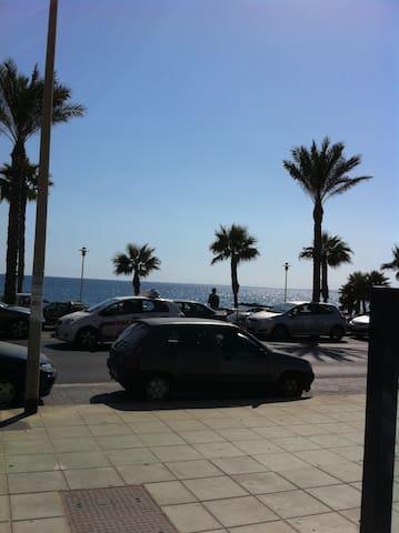 Casa tres plantas. 10 minutos playa - Almería - Townhouse