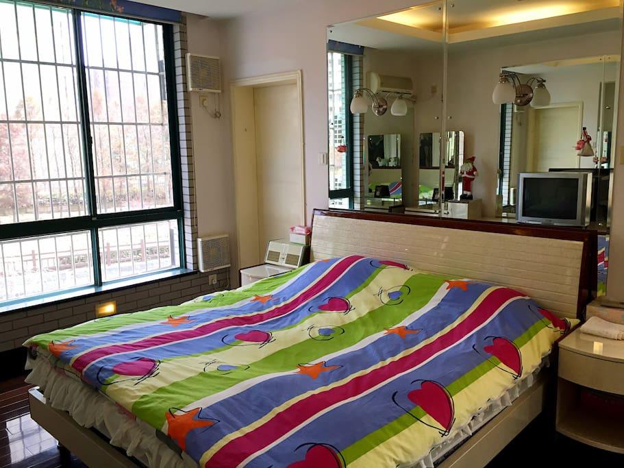 舒适的,看得见风景的卧室