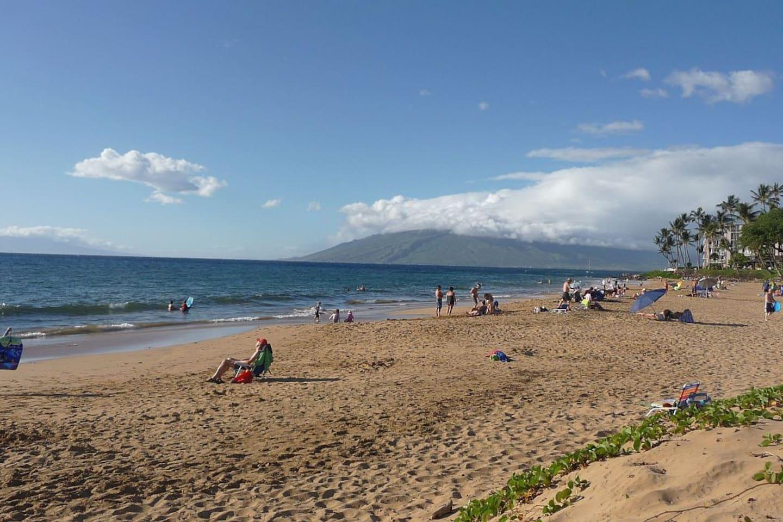 Kamaole II Beach, accross the street from Kihei Kai Nani Complex, rated one of the top 10 Maui Beaches.