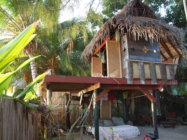Tree house by the beach - Puna'auia - Treehouse