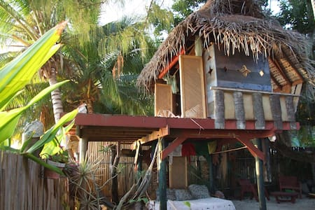 Tree house by the beach - Puna'auia - Boomhut
