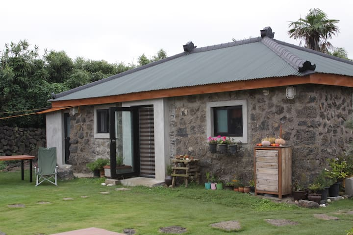 Traditional stone house for you - Jeju-si - Talo