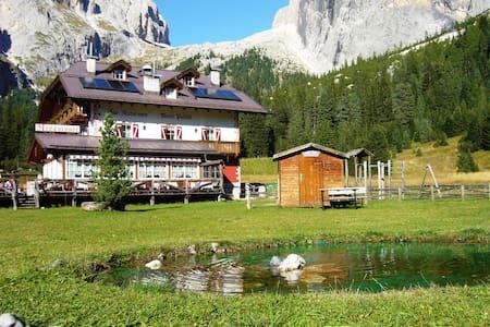 Rifugio Monti Pallidi  - Canazei - Bed & Breakfast