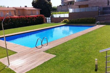 APTO a 20m mar, piscina, para 4p - Calella