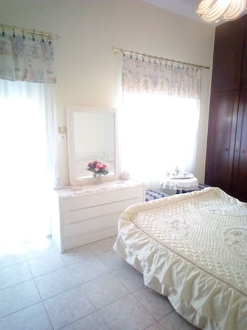 Seaside room near Athens & Ritsona Camp - Chalkida - Apartamento