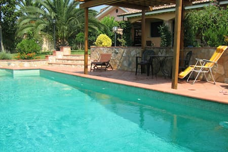 B&B VILLA w. SWIMMING POOL - Agrifo - Bed & Breakfast