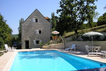 Traditional Stone House with Pool  - Saint-Germain-du-Bel-Air - Bed & Breakfast