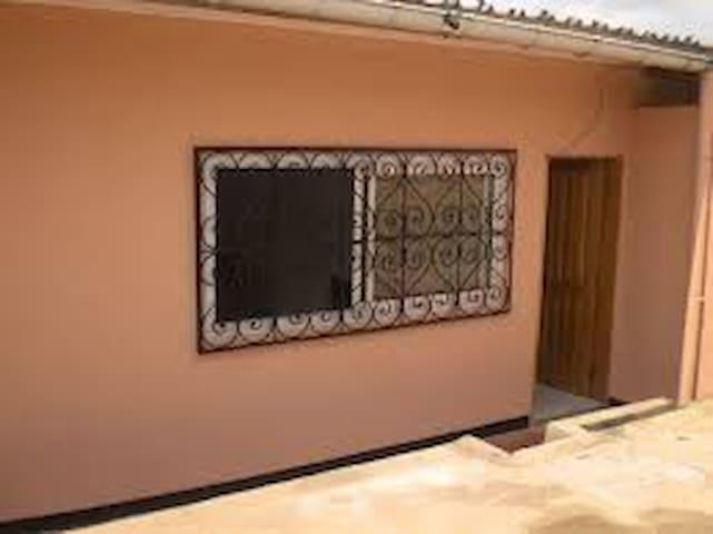 Chambre de passage à Batouri - Batouri - Maison