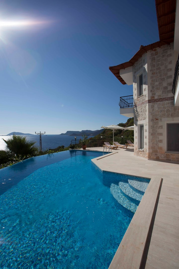 Luxurious, Stone clad Villa Jiok, 200 m from coast