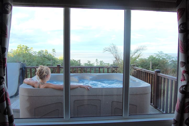 Luxury Cliff Top Lodge. Hot Tub & WiFi. - Corton - Huis