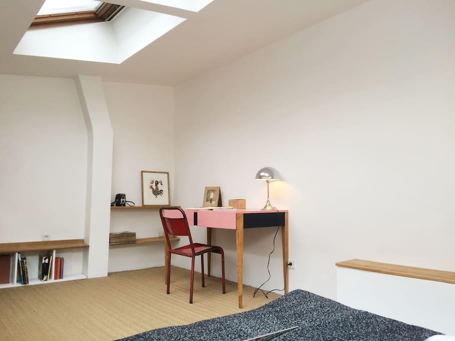 Desk area, Wifi, Shelves...
