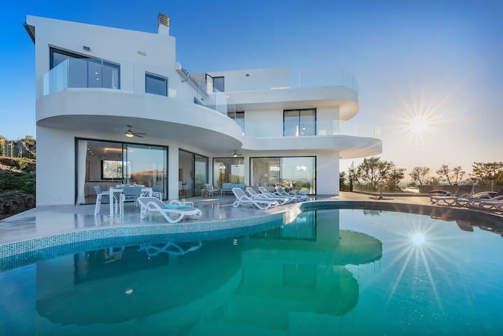 Brand New Luxury Villa Large Pool Stunning Views