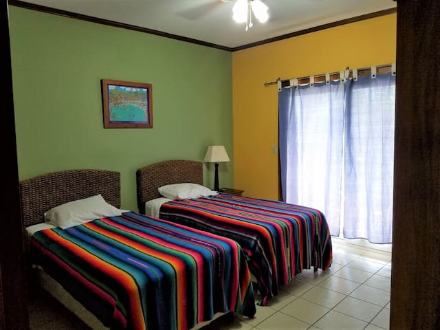 Lower level - Bedroom 2 - Twin Beds