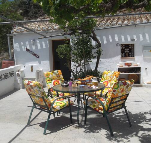 Cavehouse/ pool & wifi , short walk to town - Baza - Cave