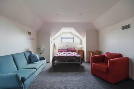 Great location Attic Room- City & Bondi Beach