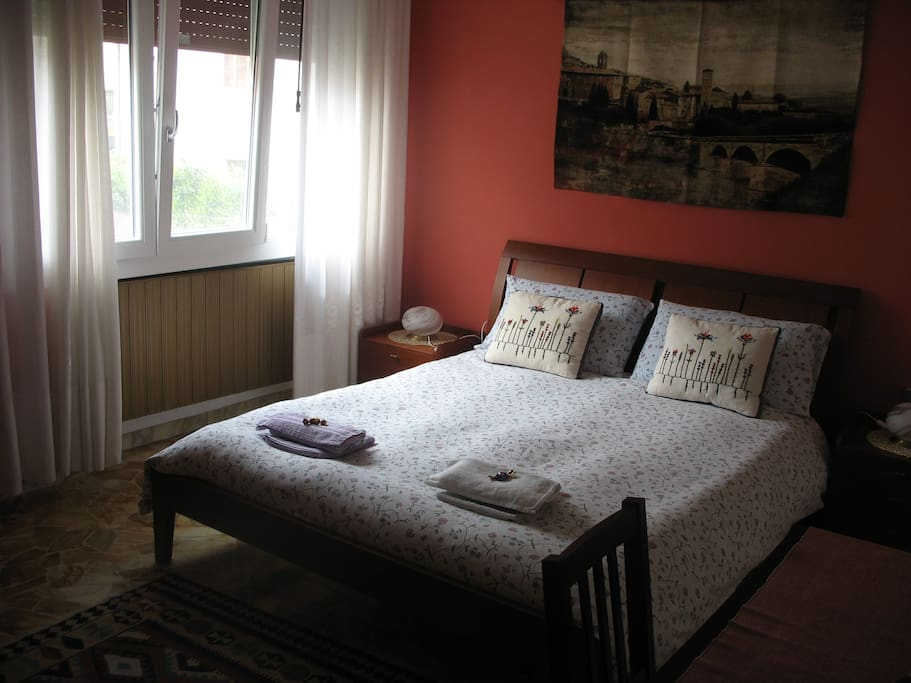large and comfortable king size bed