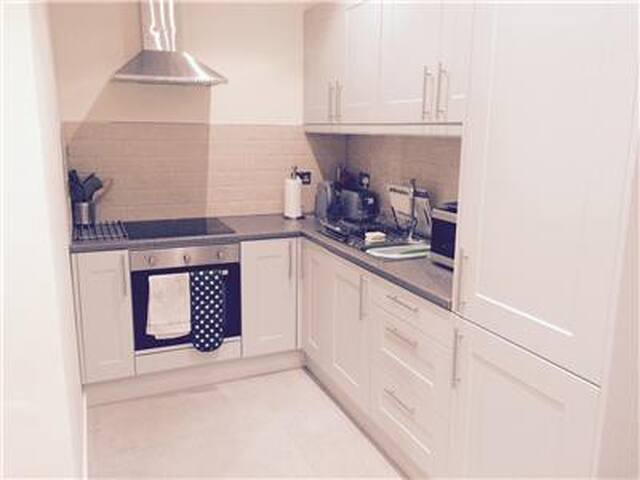 2 bed Apartment Taffs well Cardiff - Cardiff - Apartment