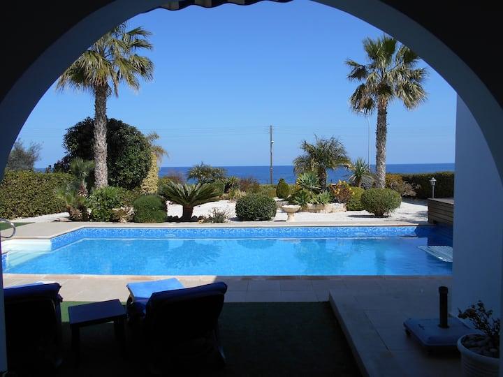 No.4 Riviera Beach Villa with heated swimming pool