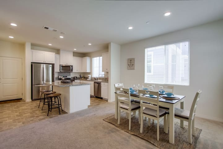 Beach and Bay Vacation Rental Townhome!